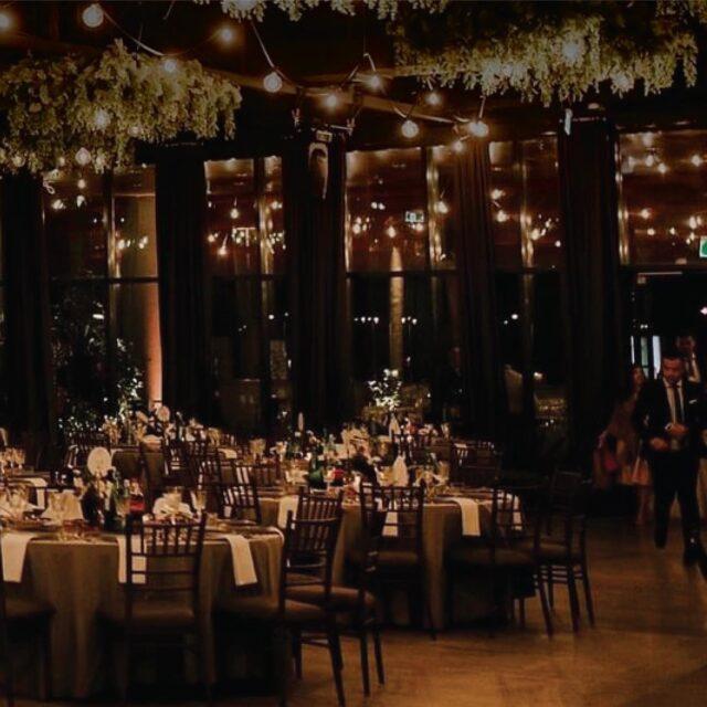 Moderna svadbena dvorana isprepletena zelenilom i svodom žaruljica začiniti će Vaš veliki dan i zagarantirati odlične fotografije koje će biti vaše vječne uspomene!  #greenloftweddings  #vjencanjahrvatska  #bride2be  #mladenci #weddings #weddingscroatia #weddingdecor #industrial #modernavjencanja #svadbe #svadbehr #vjencanja